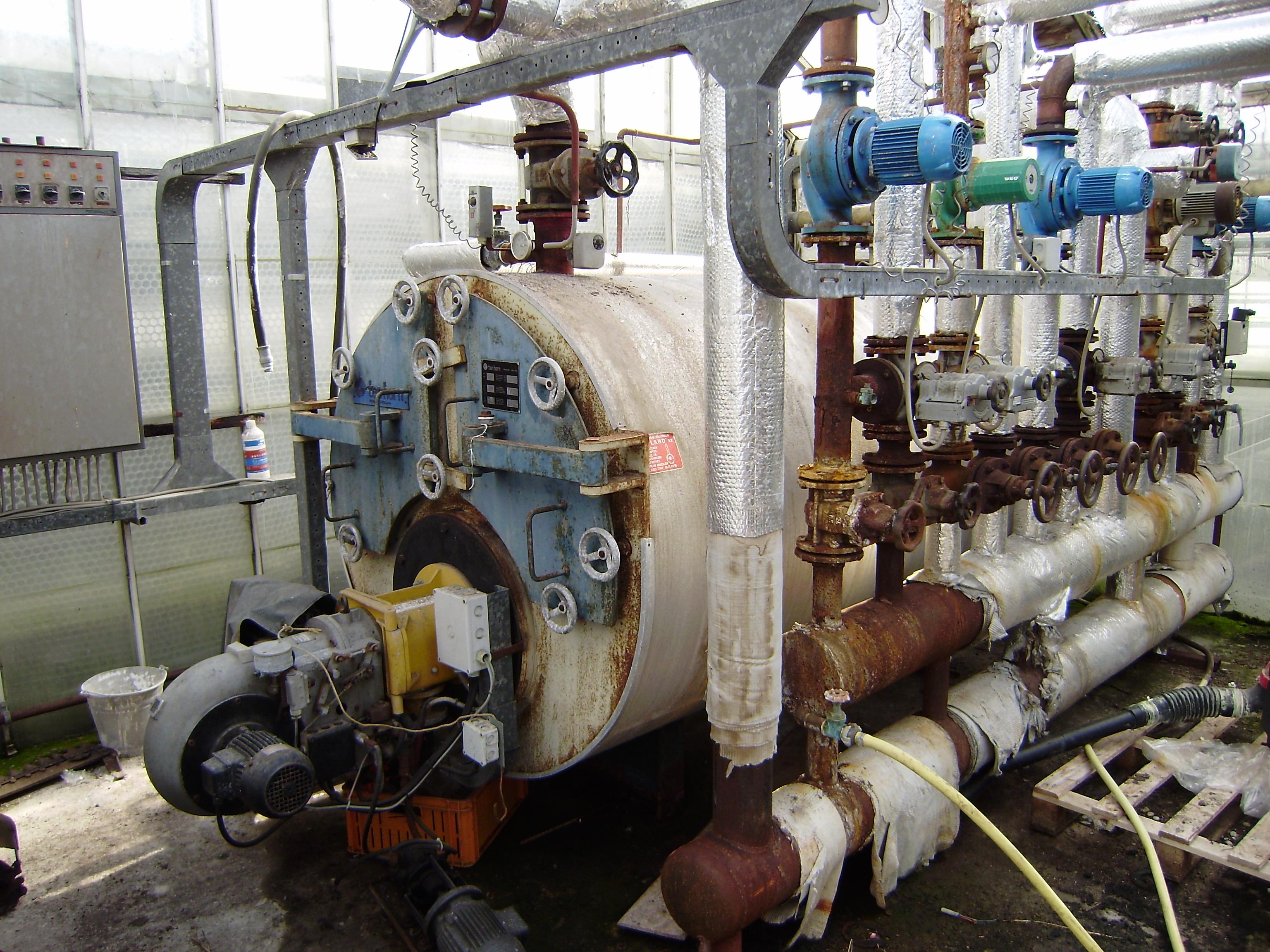 Asbest verwijderen zoals bij deze verwarmingsinstallatie